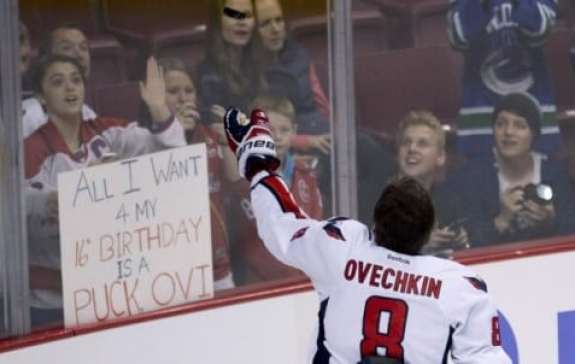 alexander-ovechkin-gives-puck-to-fan