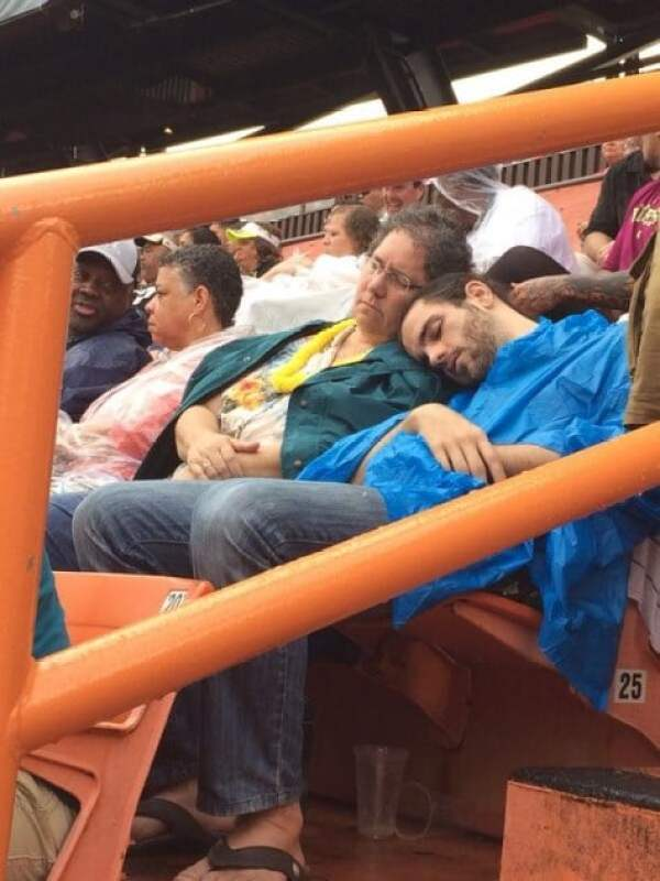 pro-bowl-fans-sleeping