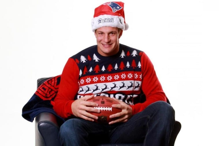 the best attitude bca00 77174 Patriots can't keep ugly X-Mas sweater modeled by Rob ...