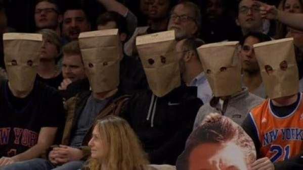 knicks-fans-paper-bags