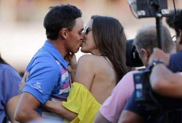 rickie-fowler-kiss