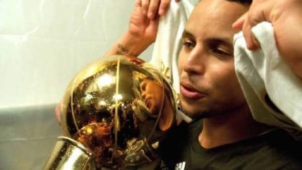 stephen-curry-trophy