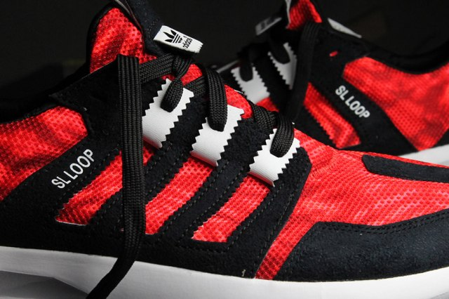 adidas-sl-loop-black-red-5