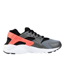 RS101516_Foot Locker_Nike Huarache Kids 316373177704_01-scr