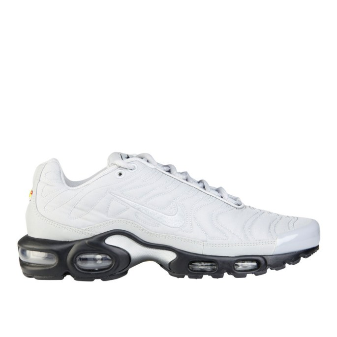 RS101524_Foot Locker_Nike Tuned 1 Quilted Men 314209649004_01-scr