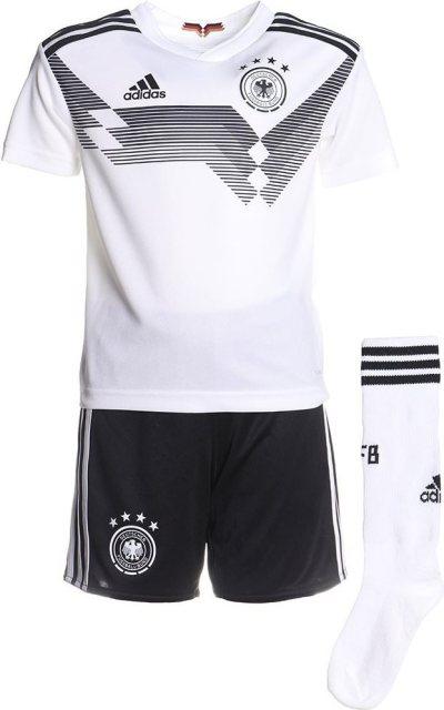 540a951b5b44 Das deutsche Trikot für die WM 2018 kann in vielen unterschiedlichen  Ausführungen und Sets erworben werden. Dabei ist das Set sowohl für Herren,  ...