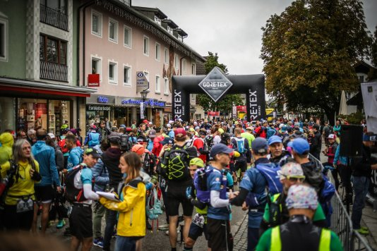 transalpinerun-run2-etappe-1-Garmisch-Partenkirchen-Nassereith-Alpen-Blogger-Trailrunning-2-start-gore-tex