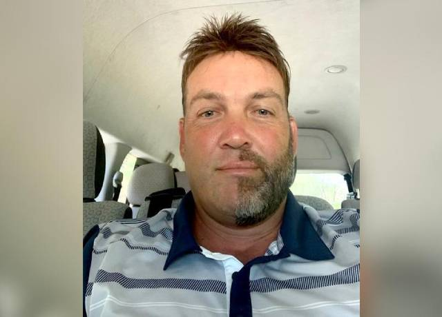 Jacques Kallis shaved half of his beard and moustache