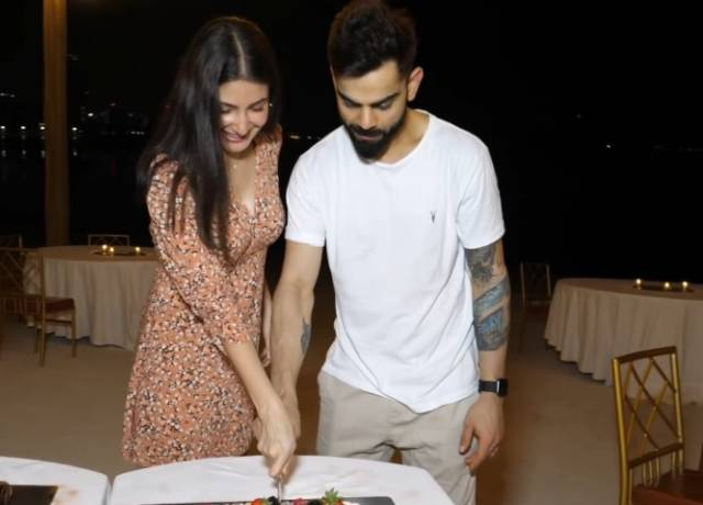 Kohli and Anushka celebrate pregnancy news with RCB team, See pictures-video