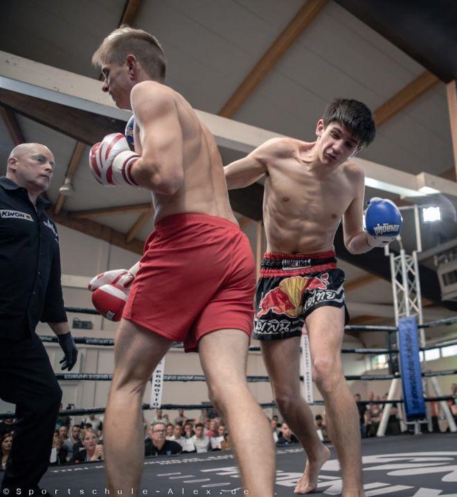 Peter Barikin von der Sportschule Alex, kämpft Kickboxen K1 bei der Phönix Fight Night 2017, Gala WKU