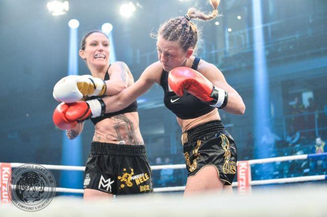 ranFIGHTING Gala Düsseldorf. WKU Profi Deutsche Meisterin Juliane Werner vs. Christiane Puffert, Michael Smolik, Marie Lang, Sat1, credit: www.sportschule-alex.de photo: www.mmk.gallery