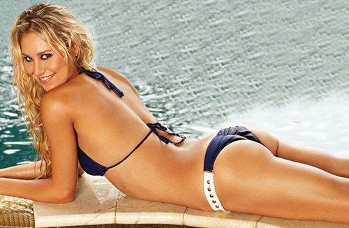 Anna Kournikova in a sexy bikini