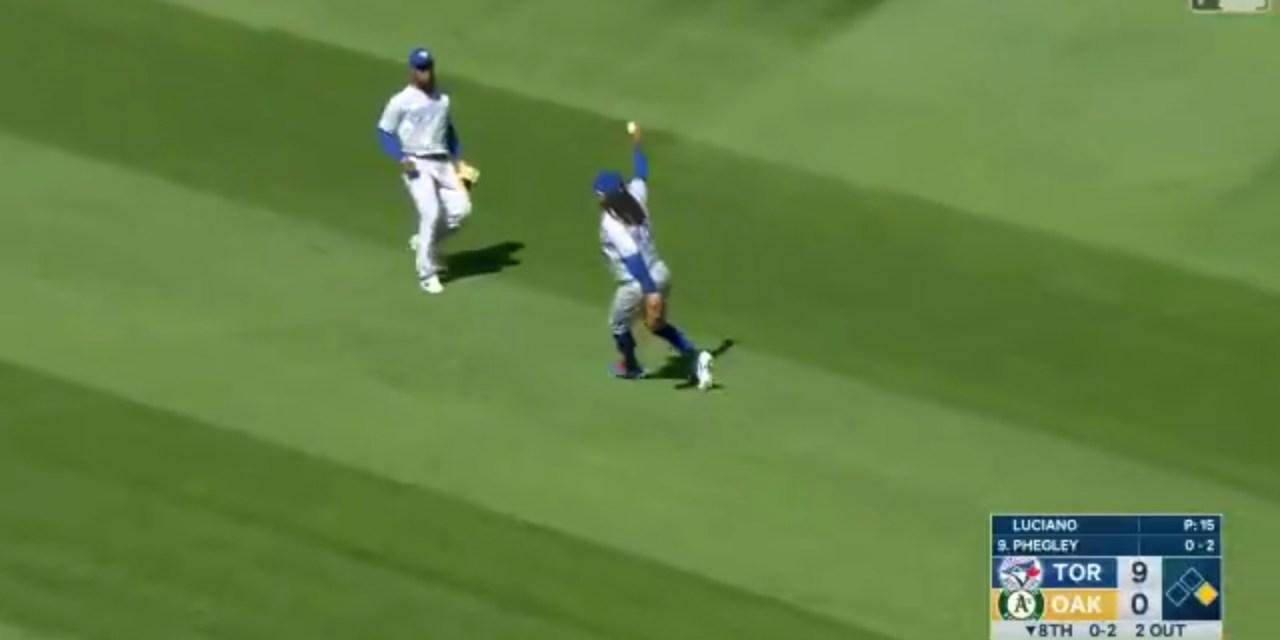 Blue Jays Shortstop Freddy Galvis Made an Over the Shoulder Barehanded Catch