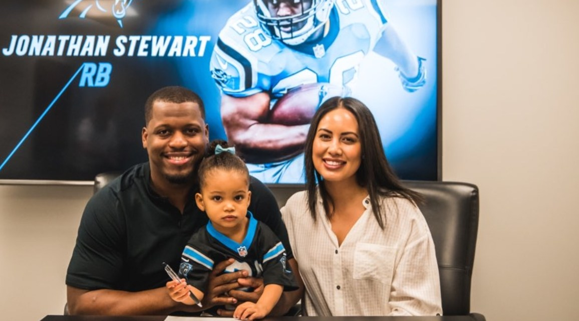 Jonathan Stewart Signed a One-Day Contract to Retire as a Panther