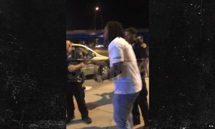 Kareem Hunt Spotted Talking with Police Officers After Alleged Bar Brawl