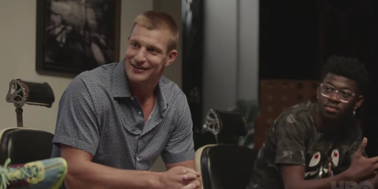 """Rob Gronkowski Reveals That Nobody Gets Superstar Treatment in New England """"Not Even Brady"""""""