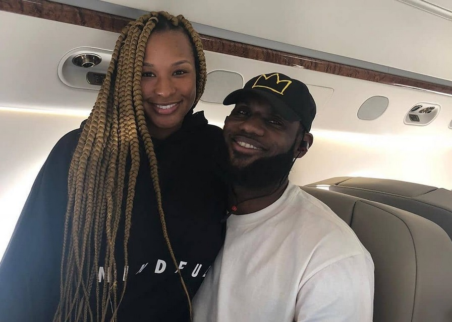 LeBron's Wife Savannah Chopped Off All Her Hair; Shows Off New Short Do
