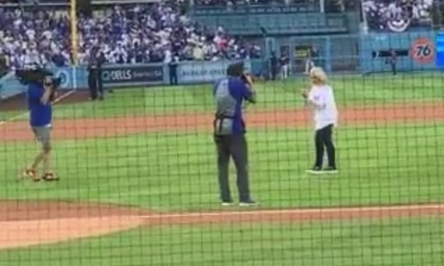 Dodgers Superfan Mary Hart Threw Out a Terrible First Pitch Before Game 5