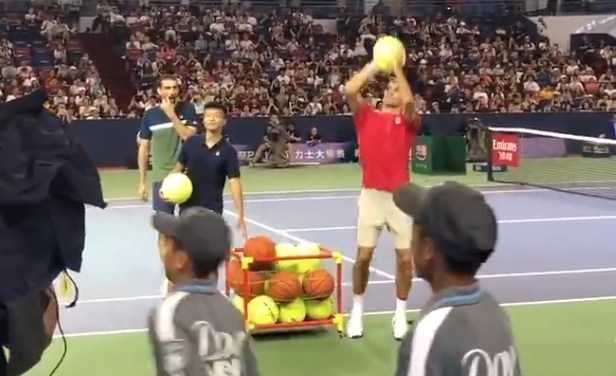 Roger Federer  Shows Off His Jump Shot on the Tennis Court
