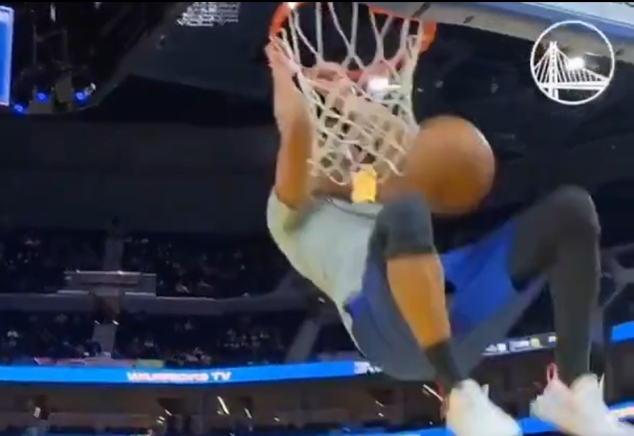 Steph Curry Throws Down a Rare Dunk During Pregame Warmups