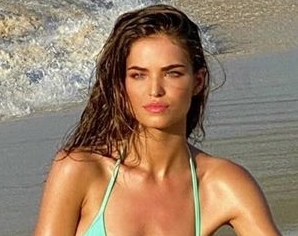 Robin Holzken Shared a Throwback Look at Her Sports Illustrated Swimsuit Photo Shoot