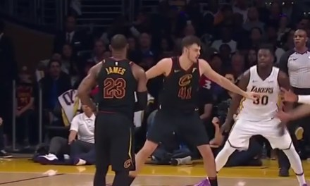 LeBron Faked Out the Entire Lakers Defense with One of the Best No Look Passes You'll Ever See