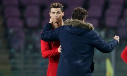 Cristiano Ronaldo Kissed By Fan That Ran onto Field