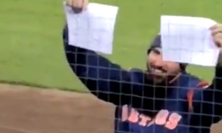Justin Verlander Shuts Down a White Sox Heckler with a Sign of His Own