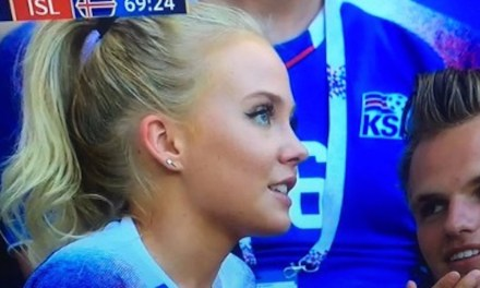 This Picture of an Iceland Fan and a Guy with Hilariously Small Hands is Going Viral
