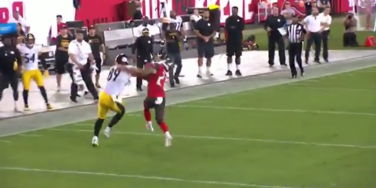 Bucs Safety Chris Conte Ended Up on the Wrong End of a Vicious Stiff Arm