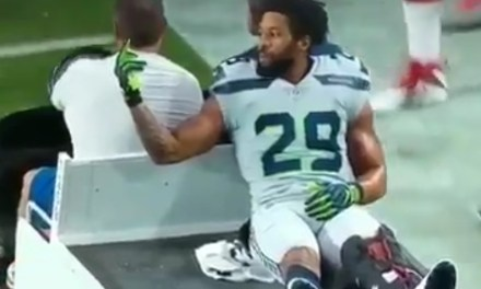 Earl Thomas Flipped Off the Seahawks' Bench as He Was Carted Off the Field