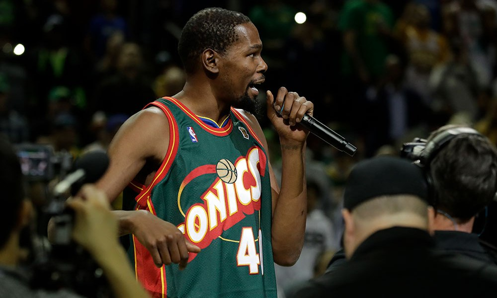Kevin Durant Wears a Shawn Kemp Sonics Jersey Pre-game at the Key Arena