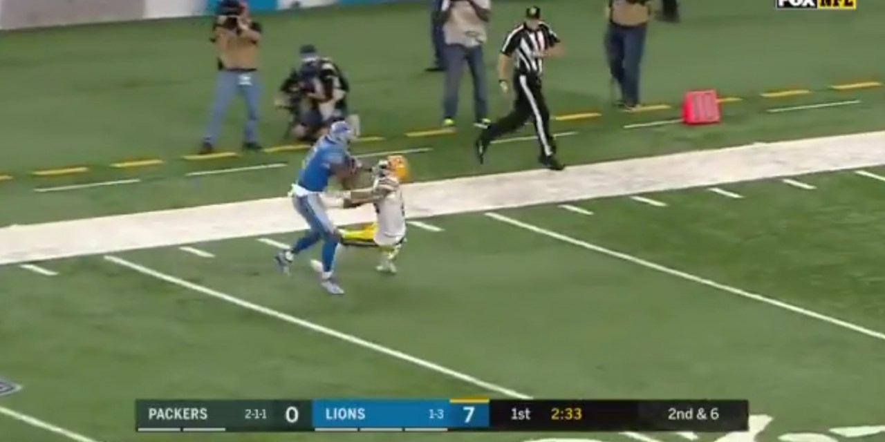 Lions WR Kenny Golloday Put an Epic Stiff-Arm on Packers DB Haha Clinton-Dix