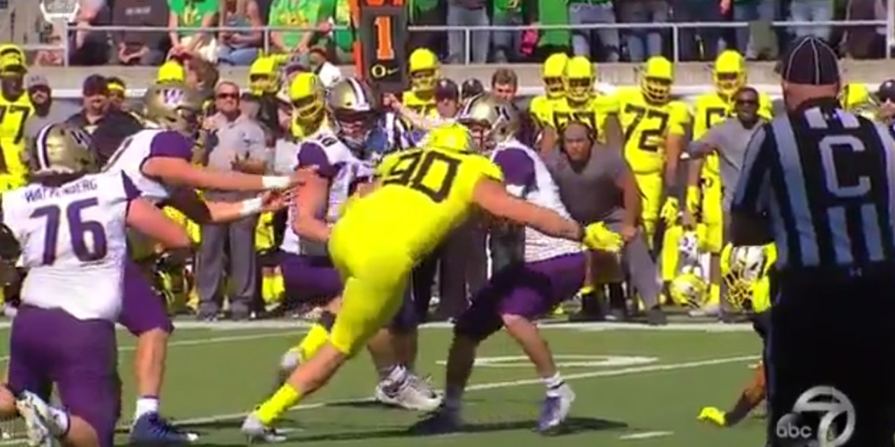 Oregon's Drayton Carlberg Ejected for Targeting on Washington's Jake Browning