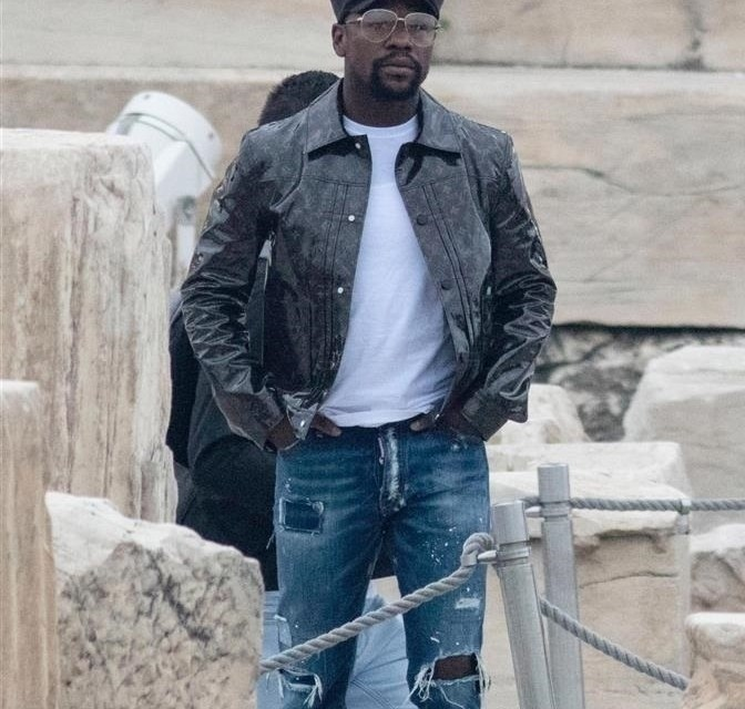 What the Hell is Floyd Mayweather Wearing in Greece?