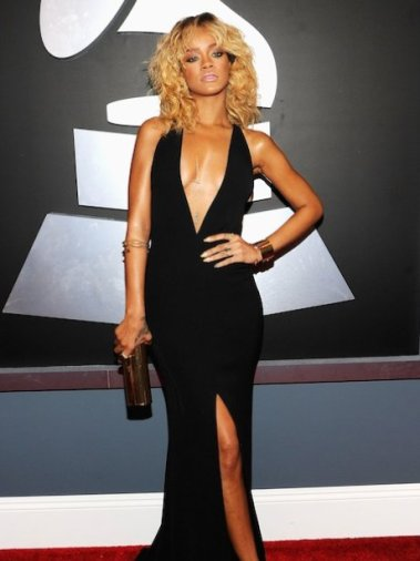 rihanna-grammy-awards-2012-red-carpet-1329121787-view-1_MTU5MjQwOTAxNjQwNTk1MDQw
