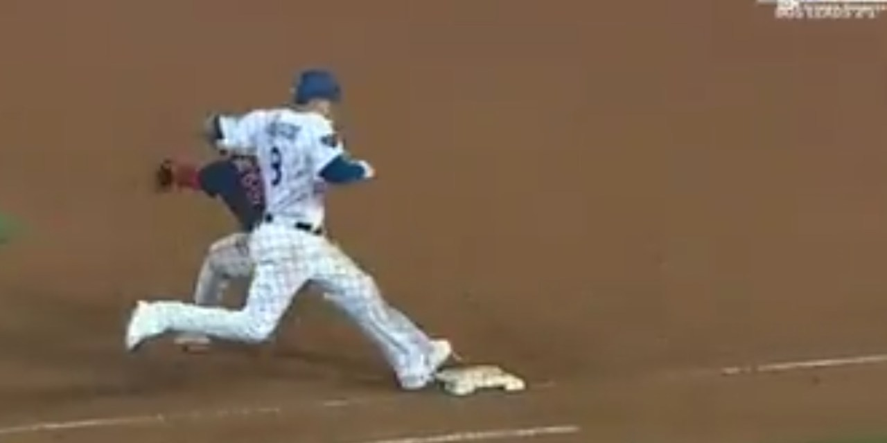 Manny Machado Stepped on First Baseman Steve Pearce's Foot