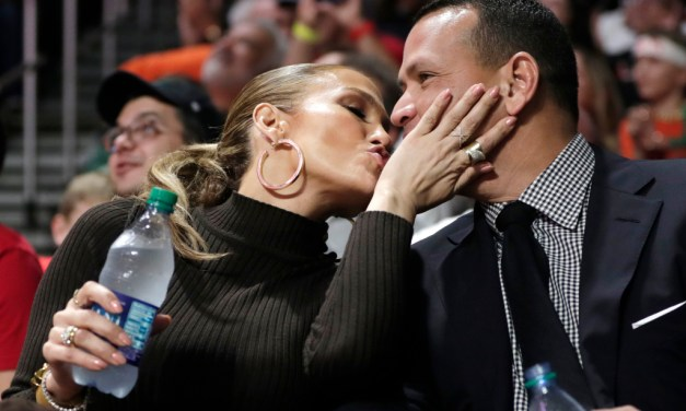 A Kiss Cam Kiss by J-Lo and A-Rod