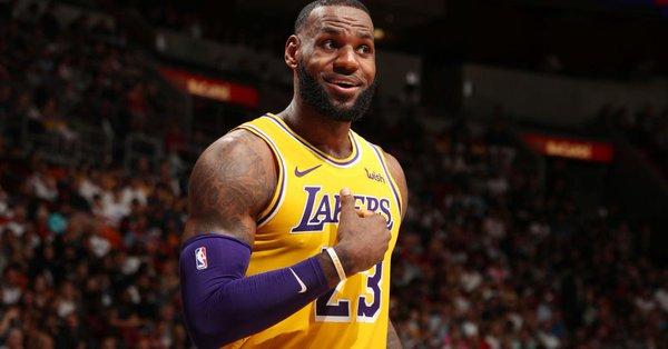 LeBron James 'Battling' When to Defer or Dominate