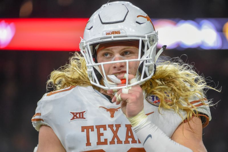 Texas DE Breckyn Hager Cut His Hand Badly after Saturday's Game, Still Expected to Play in Sugar Bowl against Georgia