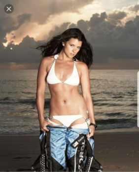danica-patrick-hot-cleavage_MTYwNjI1NzkyMzcwNDE5MjQ2