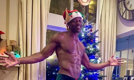 Terrell Owens Shows Off His Gift at the Christmas Tree