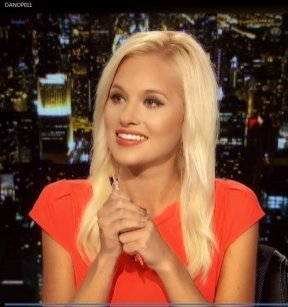 tomi-lahren-red-dress_MTYxNzg3NTczMjM5NDI0NjM3
