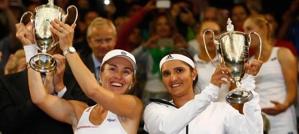 Martina Hingis and Sania Mirza won women's doubles final