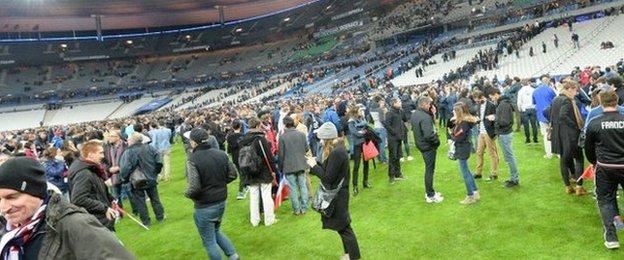 Paris attack: Three dead outside the Stade de France stadium