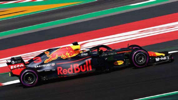 Daniel Ricciardo sets a new track record in morning session