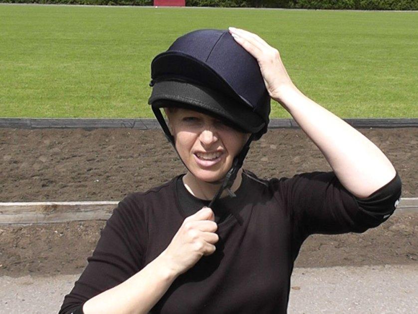 Jo-in-polo-hat