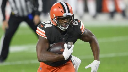 Browns sign star running back Nick Chubb to three-year extension