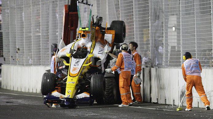 Así quedó el coche de Nelson Piquet Jr. tras el accidente de Singapur