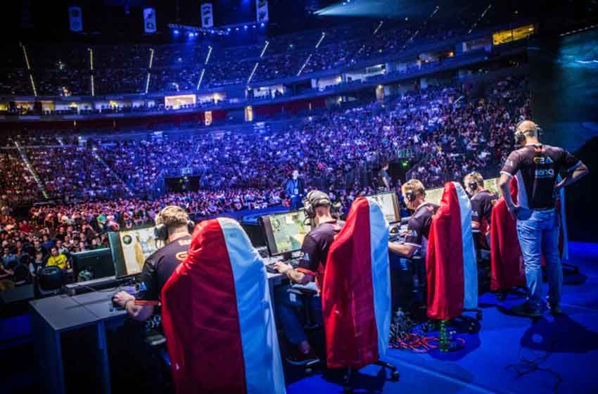 Esports expands offline presence, creates business for virtual and real world
